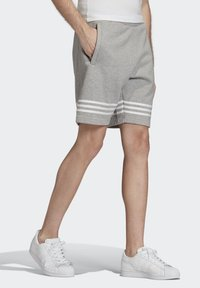 adidas Originals - OUTLINE SHORTS - Shorts - grey - 3