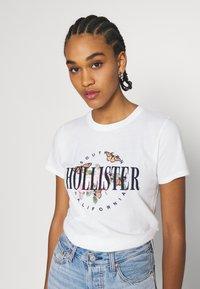Hollister Co. - TECH CORE - Print T-shirt - white - 3