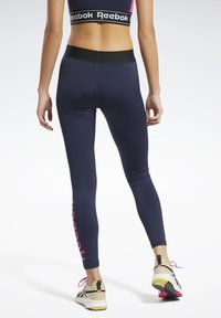 Reebok - TRAINING ESSENTIALS LINEAR LOGO LEGGINGS - Collant - blue - 2