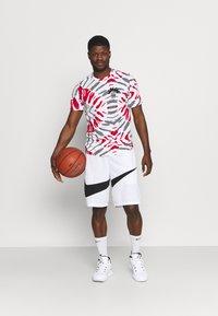 Nike Performance - FEST TEE - T-shirts print - white/black/gym red - 1