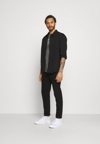 Nike Sportswear - TEE DYE WASH - T-shirt med print - black - 1