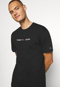 Tommy Jeans - STRAIGHT LOGO TEE - Print T-shirt - black - 5