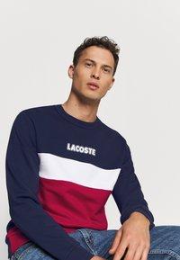 Lacoste - Sweatshirt - marine/rouge - 3
