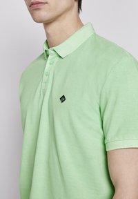 TOM TAILOR DENIM - POLOSHIRTS POLOSHIRT MIT PRINT - Polo shirt - soft neo green - 3