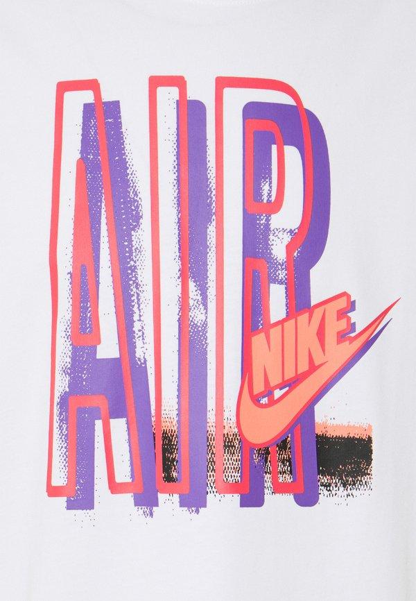 Nike Sportswear TEE AIR LOOSE FIT - T-shirt z nadrukiem - white/biały Odzież Męska ENPI
