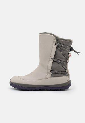 PEU PISTA  - Botas para la nieve - mug foggy/anorak oque