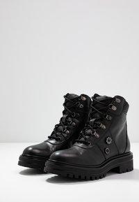 UMA PARKER - Lace-up ankle boots - foulard nero - 4