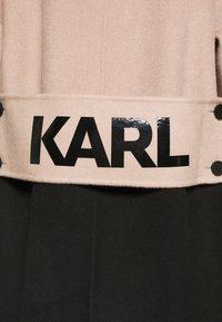 KARL LAGERFELD - COLOURBLOCK COAT BRANDING - Abrigo clásico - camel/black - 6