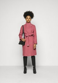 Dorothy Perkins Petite - FUNNEL COLLAR BELTED COAT - Classic coat - blush - 1