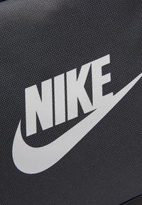 Nike Sportswear - FUTURE PRO DUFF - Bolsa de deporte - black/iron grey/white - 2