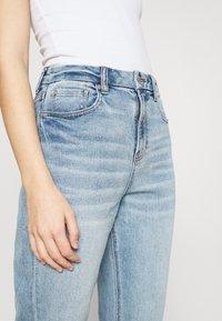 American Eagle - CURVY MOM - Straight leg jeans - light-blue denim - 3