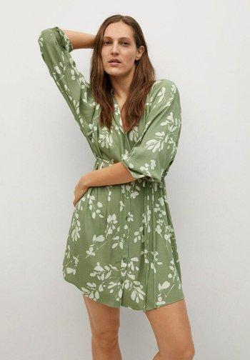 ESTAMPADO CINTURÓN - Shirt dress - verde pastel
