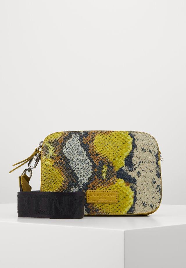 INZALUKA - Across body bag - golden olive