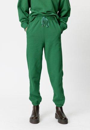 RUBI - Tracksuit bottoms - green jacket