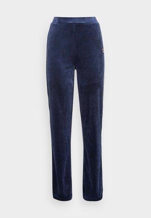 CHAN VELVET TRACK PANTS - Teplákové kalhoty - black iris