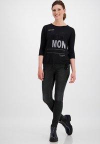 Monari - MIT ZEBRA-PRINT - Jeans Skinny Fit - schwarz - 0