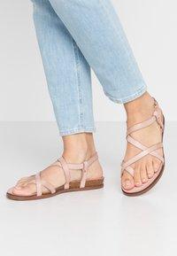Fred de la Bretoniere - T-bar sandals - rose - 0