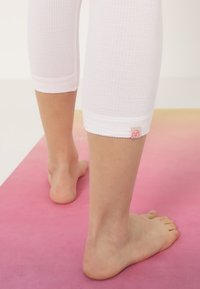 Yogasearcher - SHANTI - Legging - white - 5