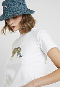 Topshop - TIGER & PANDA TEE 2 PACK - Print T-shirt - white - 4