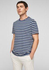 s.Oliver - Print T-shirt - blue stripes - 0