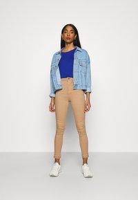 Noisy May - NMEMILY - Slim fit jeans - praline - 1