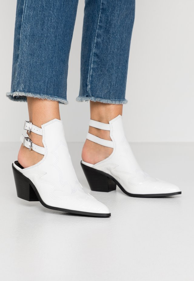 HIRED - Ankle boots - white