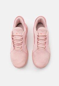Puma - LQDCELL METHOD PEARL - Sports shoes - peachskin/nrgy peach - 3