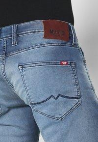 Mustang - OREGON - Straight leg jeans - denim blue - 4