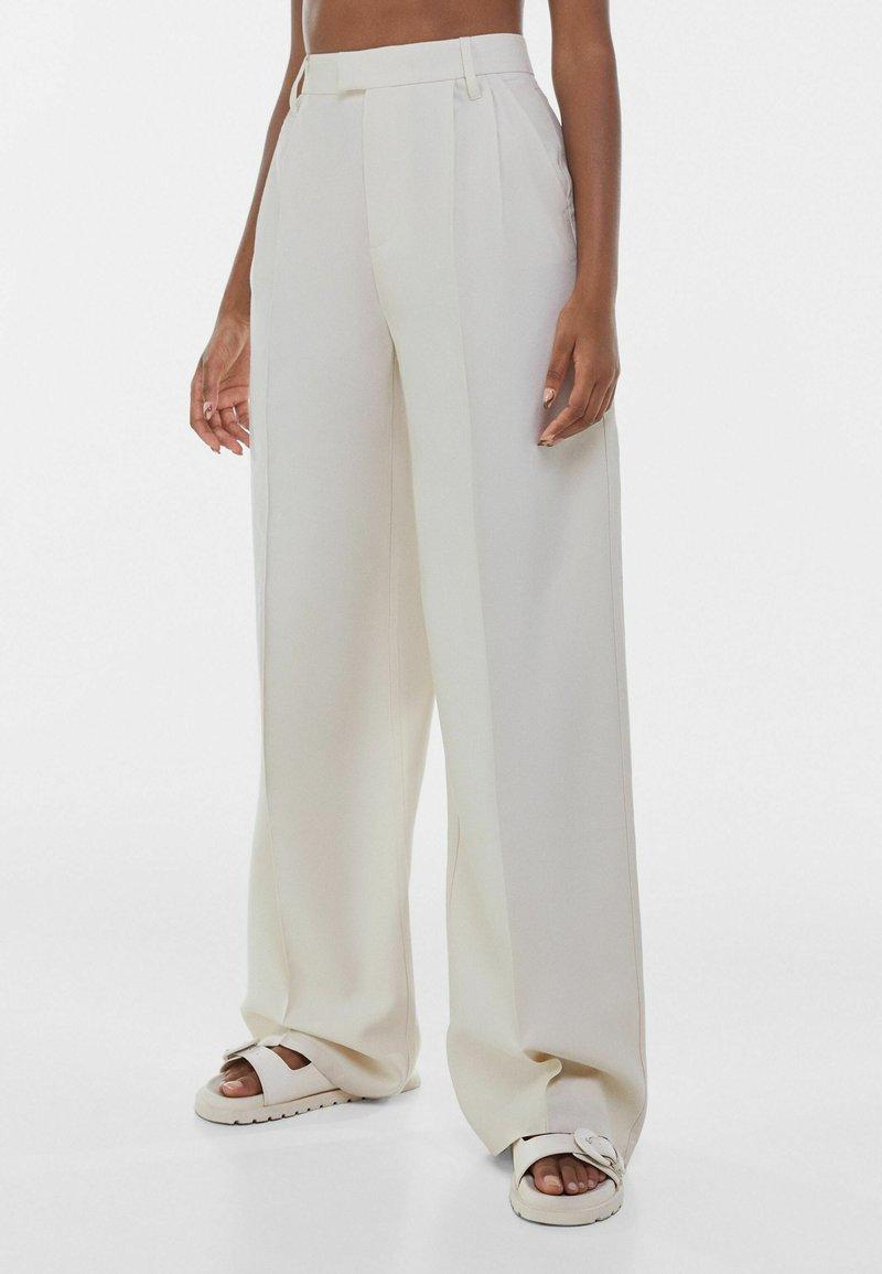 Bershka - WIDE LEG - Pantaloni - beige