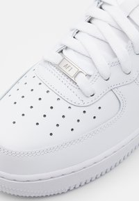 Nike Sportswear - AIR FORCE 1 MID '07 - Zapatillas - white - 5