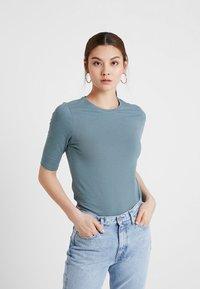 KIOMI - Basic T-shirt - petrol - 0