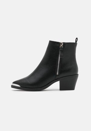 ASTON WESTERN - Korte laarzen - black