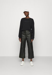 Selected Femme - SLFARTISTA CAMILLE  - Sweatshirt - black - 1