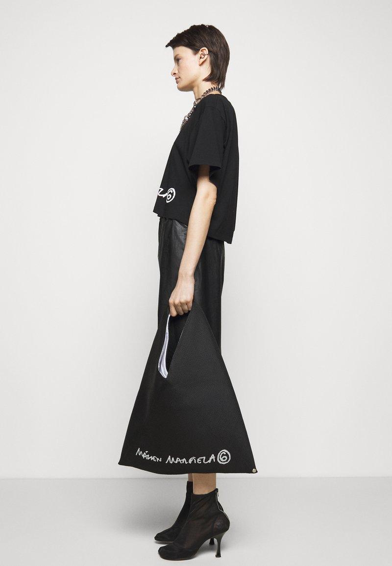 MM6 Maison Margiela - BORSA MANO - Shoppingveske - black