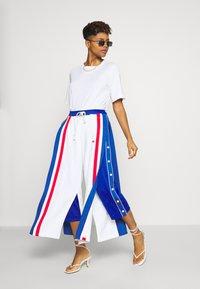 Champion Reverse Weave - WIDE LEG PANTS - Tracksuit bottoms - white - 1