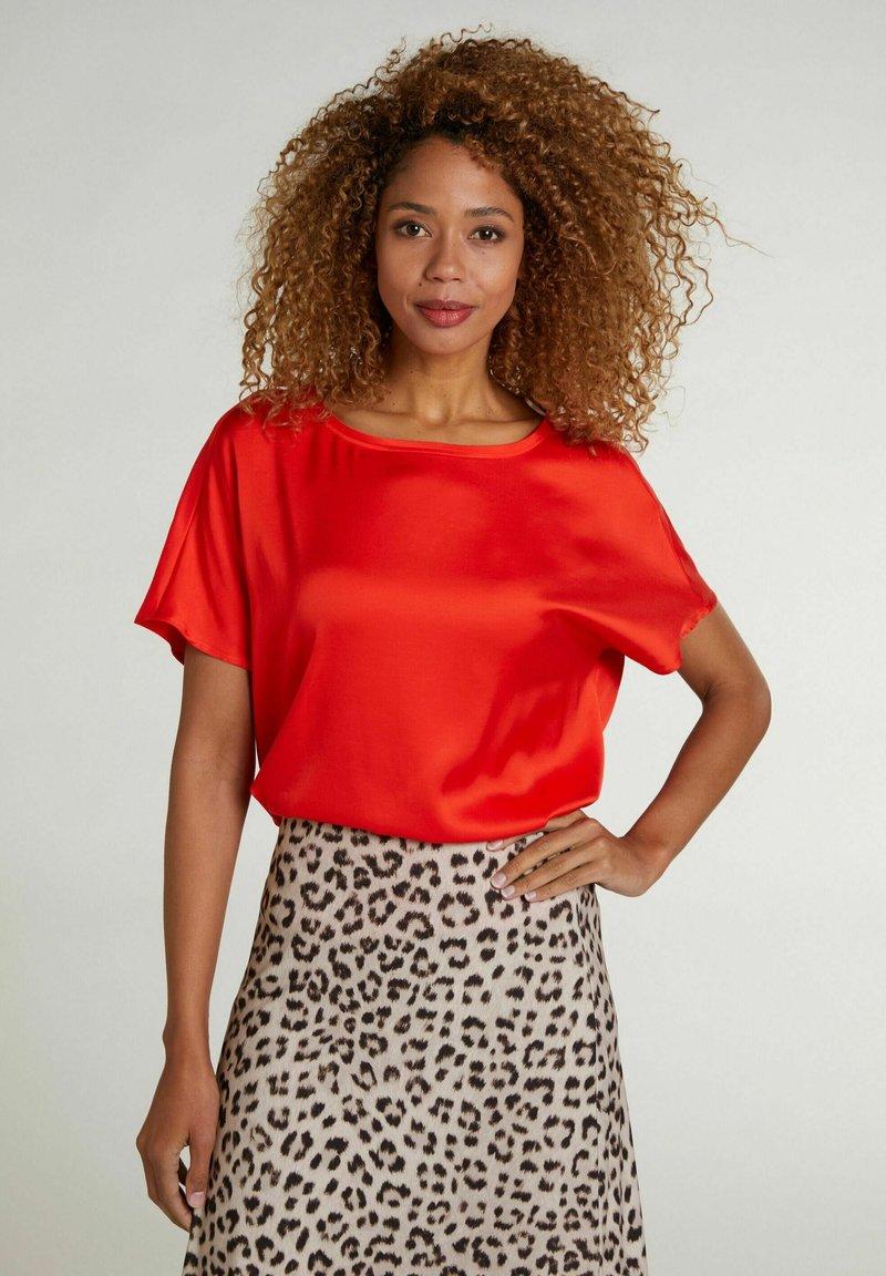 Oui - Basic T-shirt - fiery red
