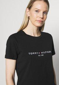 Tommy Hilfiger - T-shirt z nadrukiem - black - 3