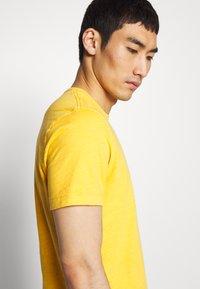 YMC You Must Create - WILD ONES POCKET TEE - T-shirt - bas - yellow - 3