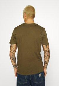 Ellesse - OMBRONO - Print T-shirt - khaki - 2