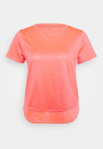 TECH VENT - Print T-shirt - red