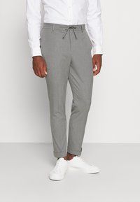 Isaac Dewhirst - THE RELAXED SUIT  - Oblek - light grey - 4