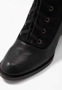 Chie Mihara - Botas con cordones - black - 2