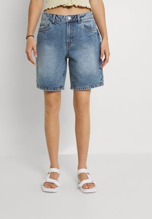 NMLUCKY LONGBOARDER - Denim shorts - light blue denim