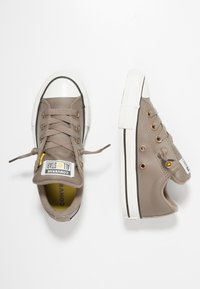 Converse - CHUCK TAYLOR ALL STAR STREET ROVER - Trainers - mason taupe/vintage white - 0