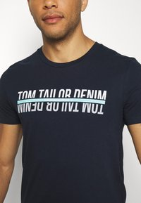 TOM TAILOR DENIM - T-shirt z nadrukiem - sky captain blue - 5