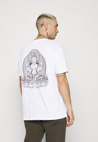 YOURTURN - UNISEX - T-shirt med print - white - 2