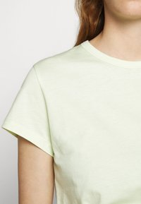 Filippa K - FLARED CAP SLEEVE - Jednoduché triko - faded acid - 5