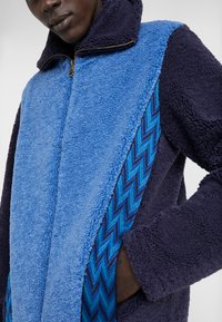 Missoni - LONG SLEEVE MOCK NECK - Cardigan - blue - 5