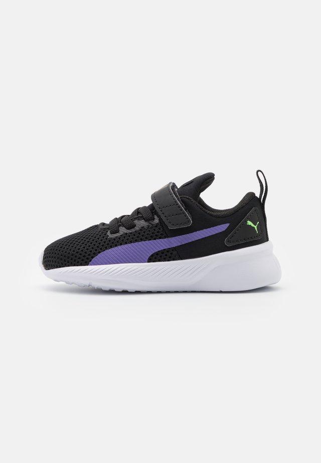 FLYER RUNNER COLOR TWIST UNISEX - Neutrální běžecké boty - black/purple