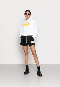 Calvin Klein Jeans - HERO LOGO HOODIE - Sweatshirt - white - 1